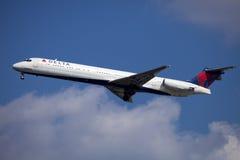 Stråle för deltaflygbolagpassagerare McDonnell Douglas MD-90 royaltyfri fotografi