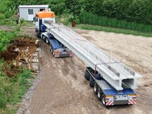 Stråle för lastbiltransportbetong royaltyfria foton