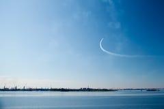 Stråle i blå himmel Royaltyfri Bild