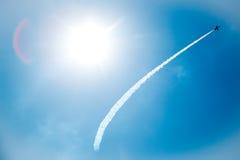 Stråle i blå himmel Arkivbilder