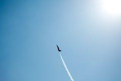 Stråle i blå himmel Arkivfoton