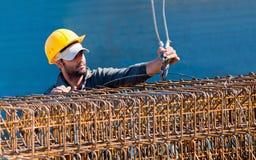 strålen cages konstruktionspäfyllningsarbetaren Fotografering för Bildbyråer