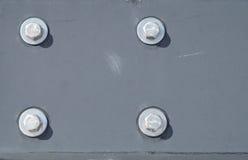 Strålen och bultar målade i gråa metalliska metallskruvar för textur sex Arkivfoto