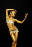 Strålglans. Guld- staty. Förgyllda kvinnas kropp. Guld- Bodyart arkivfoto