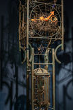Strålkastareklockasystem med metalliska stänger Härlig bild med Royaltyfri Fotografi