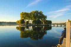Stróżówka na jeziorze Obrazy Royalty Free