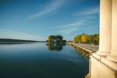 Stróżówka na jeziorze Fotografia Royalty Free
