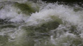 Ström av vatten i Pyrenean lager videofilmer