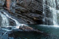 Ström av vattenfallet arkivfoto