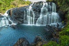 Ström av vattenfallet med klart vatten arkivbild