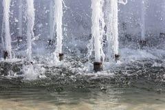 Ström för vattenspringbrunn på den soliga dagen Fotografering för Bildbyråer