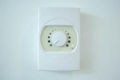 Strömbrytare för luftkonditioneringsapparattemperaturkontroll på väggen Royaltyfria Foton