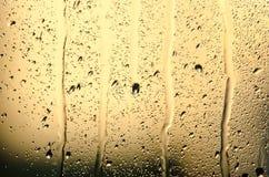 Ströme und Wassertropfen auf Glas Lizenzfreie Stockbilder