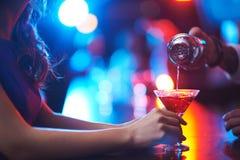 Strömender Martini Lizenzfreies Stockbild