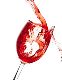 Strömender Preiselbeersaft im Weinglas stockfoto
