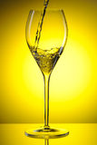 Strömender Wein lizenzfreies stockfoto