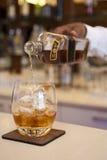 Strömender Whisky Stockfoto
