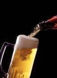 Strömendes Bier Lizenzfreies Stockfoto