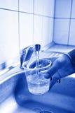 Strömendes frisches Leitungswasser Lizenzfreie Stockfotos