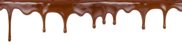 Strömendes Schokoladenbratenfett von Kuchenspitzen lokalisiert Stockfotografie