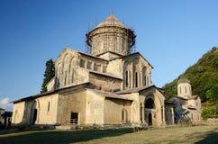 Strömförsörjningskyrka i den Gelati kloster nära Kutaisi, Imereti, Georgia Royaltyfria Bilder