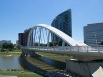 StrömförsörjningsSt-bro framme av Miranova Arkivbild