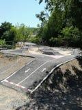 Strömkrets av vägutbildning i det naturliga landskapet av La Floresta arkivfoton