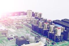 Strömkretsbräde med motstånd, mikrochipers och elektroniska delar Maskinvaruteknologi för elektronisk dator Inbyggd communicat Arkivbild