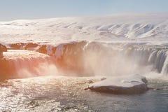 Strömvattenfall i Island under sen vintersäsong arkivfoton