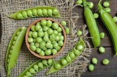 Strąki zieleni grochy, świezi zieleni grochy Obrazy Stock