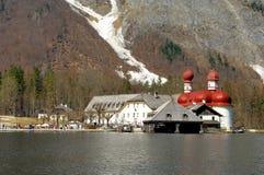 Str. Bartholomä mit Pilgerfahrt-Kirche Stockbilder