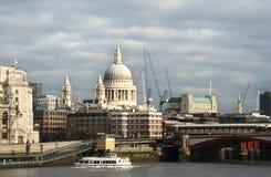Str. Pauls über der Themse Stockfotografie