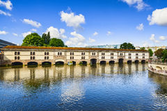 Straßburg, Damm Vauban und mittelalterliche Brücke Ponts Couverts A lizenzfreie stockfotos