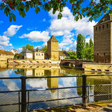 Straßburg, Türme der mittelalterlichen Brücke Ponts Couverts Elsass, Franc stockfotos