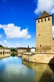 Straßburg, Turm der mittelalterlichen Brücke Ponts Couverts Elsass, Fra stockbilder