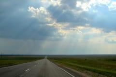 Straße über dem Horizont hinaus Stockbild