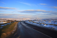 Straße über Nationalparkschnee Dartmoor Stockfotografie