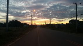 Straße am Abend Lizenzfreie Stockfotos