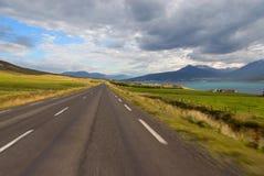 Straße Akureyri in Island Lizenzfreie Stockfotos