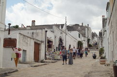 Straße in Alberobello lizenzfreies stockbild