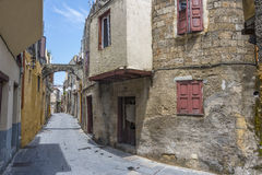Straße in alter Stadt Rhodos, Griechenland Stockfotos