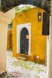 Straße in alter Stadt Rhodos, Griechenland Lizenzfreie Stockbilder