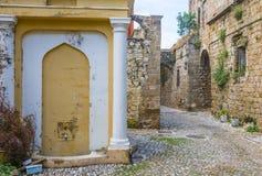 Straße in alter Stadt Rhodos, Griechenland Stockfotografie
