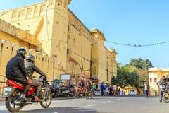 Straße außerhalb Jantar Mantars Stockbild