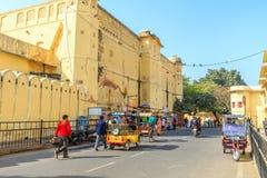 Straße außerhalb Jantar Mantars Stockfoto