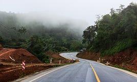 Straße auf Berg Stockfotografie