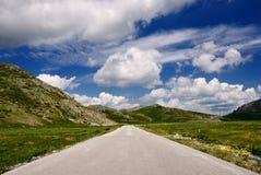 Straße auf dem Berg lizenzfreies stockbild