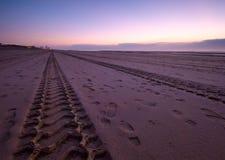 Straße auf dem Strand stockfoto
