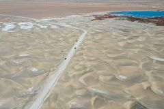 Straße auf der Wüste lizenzfreies stockfoto