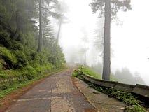 Straße auf Hügel Lizenzfreie Stockbilder